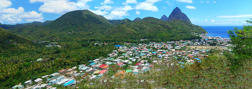 The town of Soufrière, St Lucia,: as seen from the road approaching it from the north, and in the background the twin peaks of Petit Piton and Gros Piton.  By Gzdavidwong at Chinese Wikipedia - Transferred from zh.wikipedia to Commons., CC BY-SA 3.0, https://commons.wikimedia.org/w/index.php?curid=2326022